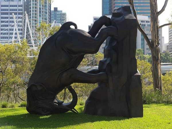 Скульптура перевернутый мир