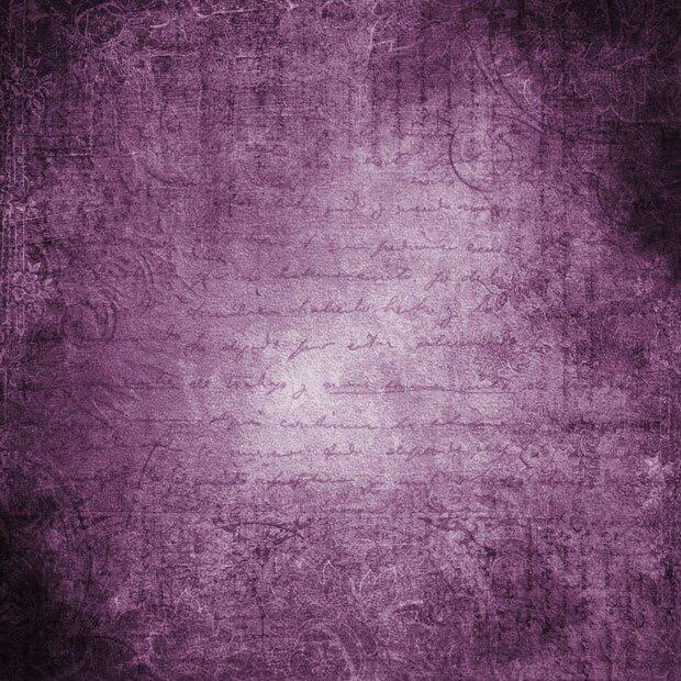 Старые письмена на фиолетовом фоне