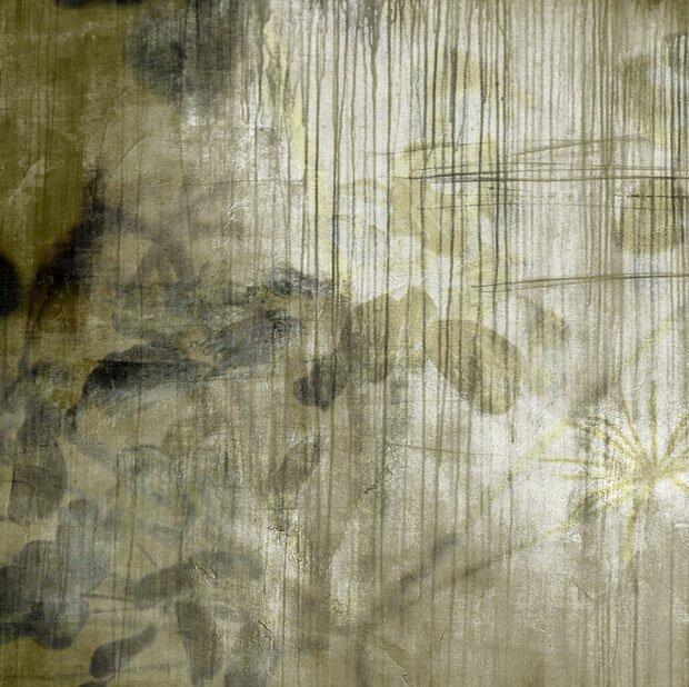 Серые цветы на бумаге