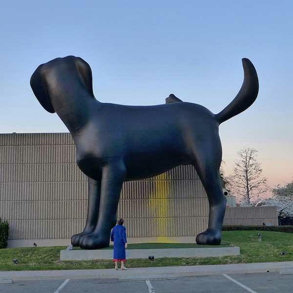 Статуя собаки