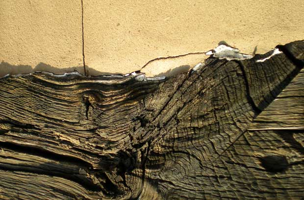 Треснувшая древесина
