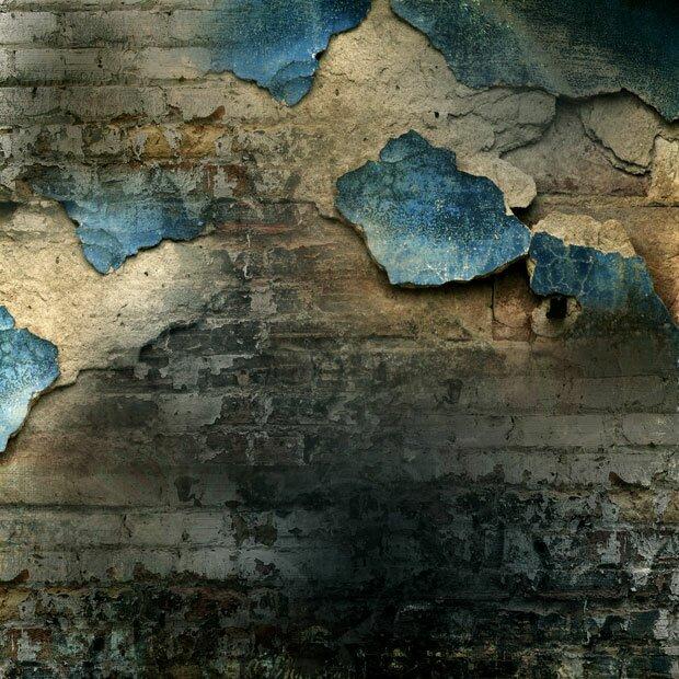 Разбитая стена