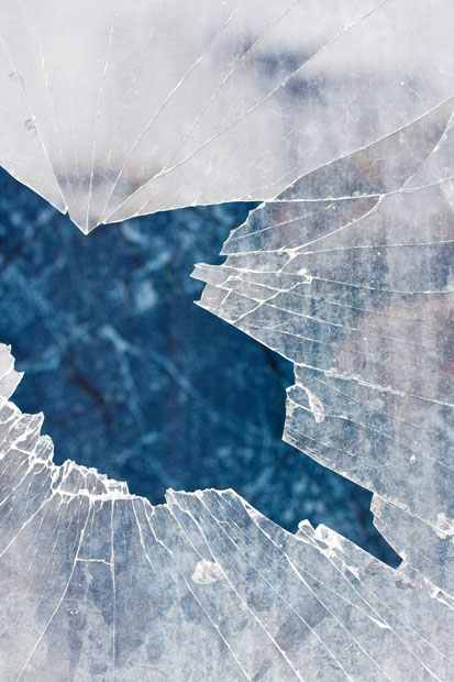 Вид из разбитого стекла