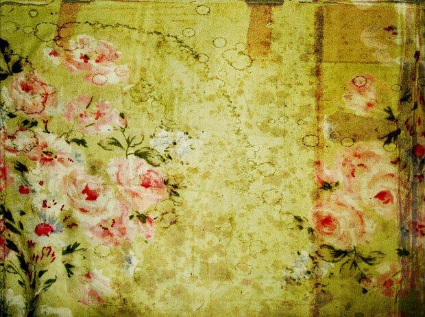 Цветы на зеленом полотне