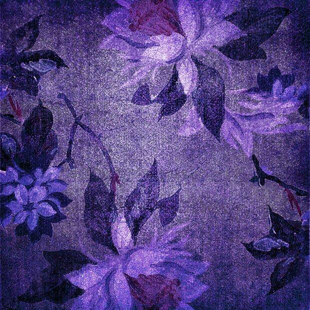 Цветы на бордовом фоне