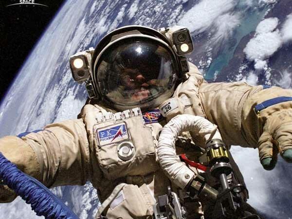 Космонавт на орбите Земли